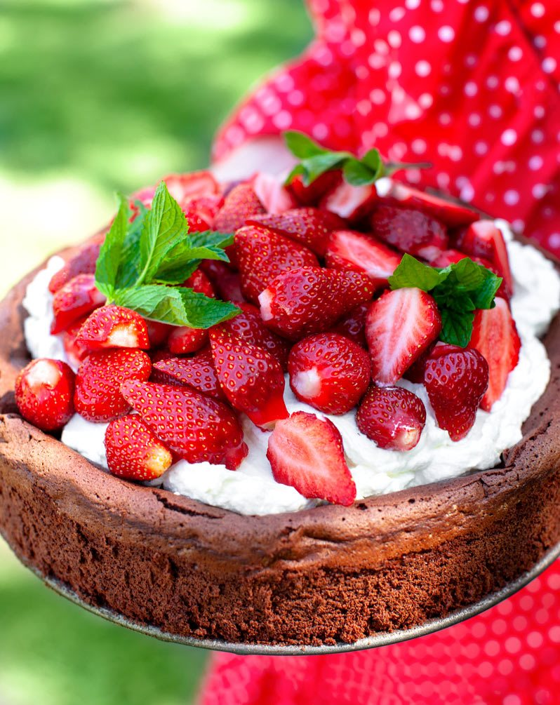 schockokuchen-mit-erdbeeren