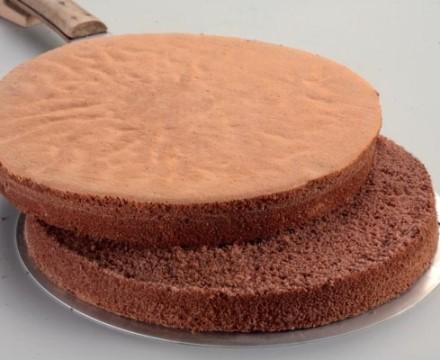 Grundrezept: glutenfreier Schoko-Biskuit