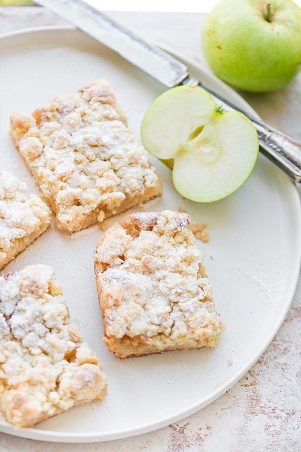 Geriebener Apfel-Blechkuchen mit Streusel